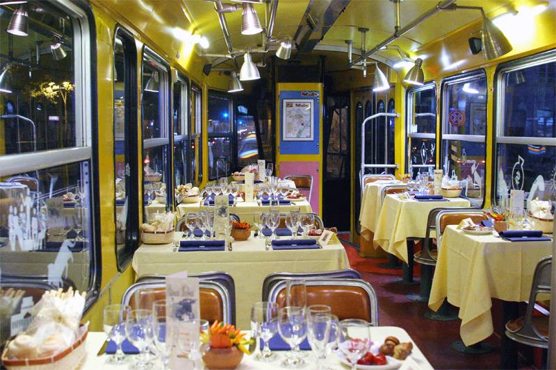 A Roma e Milano il giro turistico si fa in tram e cena servita in vettura