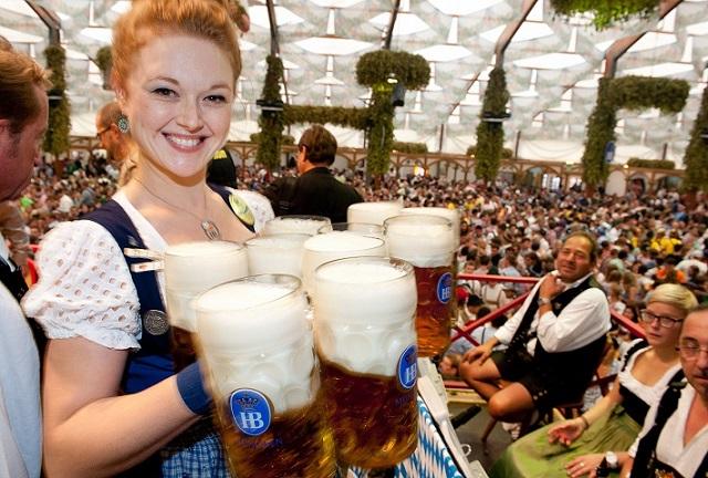 Air Dolomiti: volo e ingresso all'Oktoberfest a prezzi super scontati